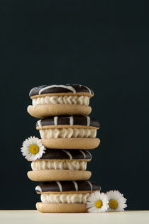 cookies with cream and daisies by Kris Shopov