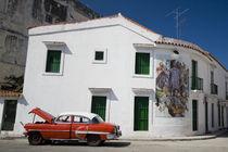 Broken Vintage Cuban taxi von Olivier Heimana