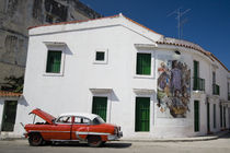 Broken Vintage Cuban taxi by Olivier Heimana