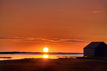 Sunrise over salt pond, Cape Cod, USA von John Greim