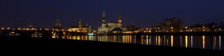 Dresden-nachtliche-skyline-2009