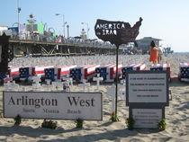 Särge am Santa Monica Beach, Kalifornien by Baerbel Nitychoruk