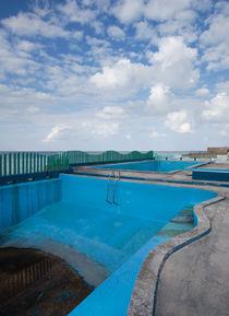 Empty Pool - Havana, Cuba von Colin Miller