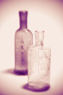 Alte Flaschen violett von dresdner