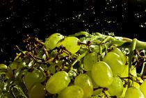 Juicy grapes by Natalia Komuniewska