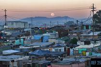 Moonset over Khayelitsha von Damien Schumann