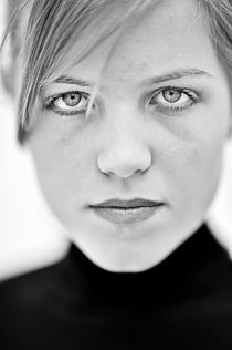 Young girl black and white portrait by Erik Schimmel