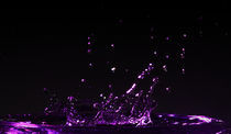 Purple Droplets Explosion von Bartosz Wozniak