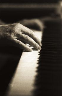 Old pianohands von Eigil Korsager