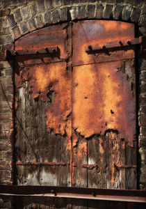Rusted Door von Crystal Kepple