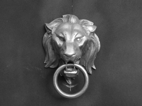 Lion-gate