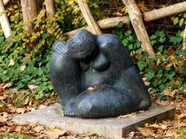 skulptur, sitzende Frau von Simone Cuambe