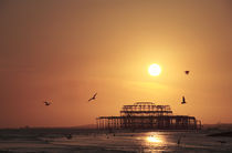 Ruins of Brighton West Pier in Silhouette at Sunset von Neil Overy