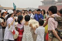 World souvenir: Beijing, Forbidden City, walking the tourists von Manel Clemente
