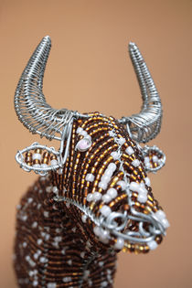 Beaded African Wire Cow von Neil Overy