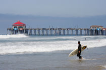 Surfer - Surfing Huntington Beach von Eye in Hand Gallery