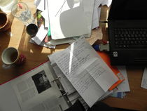 Arbeit am Schreibtisch von Kathrin Kiss-Elder