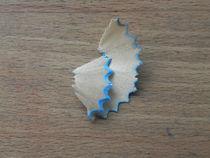 Spitzerabfall mit blauem Rand by Kathrin Kiss-Elder