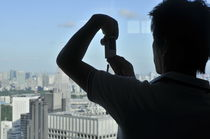 World souvenir: Tokyo MGO, different styles of taking a photo 04 von Manel Clemente