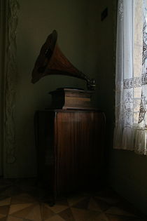 Barcelona Phonograph by Benjamin Wilkinson