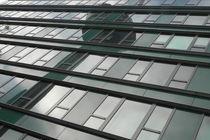 Spiegelung des Kölner Fernsehturms an Häuserwand by Kathrin Kiss-Elder