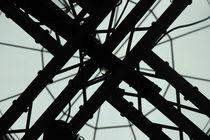 Traversen vor Glaskuppel, Bezirksrathaus Köln-Nippes von Kathrin Kiss-Elder