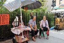 Fortune teller with client von Ed Rooney