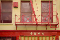Chinatown building with fire escape. von Ed Rooney