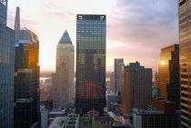 Skyscrapers at sunset von Ed Rooney