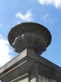 Detail eines Grabes auf dem Cimetiere Montparnasse, Paris von Kathrin Kiss-Elder