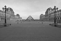 PARIS LE LOUVRE YARD PYRAMID  by Paul Bellevie