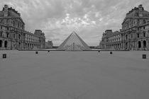 PARIS LE LOUVRE YARD PYRAMID by Paul Bellevie