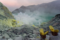 Sinrise in Ijen crater
