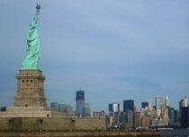 Freiheitsstatue mit Freedom Tower by fotostudio-style-in