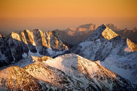 Berge-aus-gold