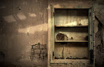 Abandoned kitchen cabinet by RicardMN Photography