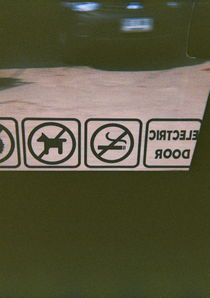 no dog, no smoking. von Nara Thada