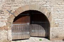Heavy Doors by safaribears