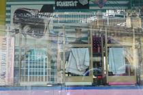 Schaufenster einer Bar am Kölner Hauptbahnhof von Kathrin Kiss-Elder