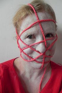 Selbstportrait mit Schnur by Kathrin Kiss-Elder