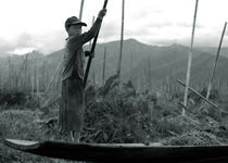 A boy on Inle Lake von RicardMN Photography