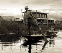 Leg rowing on Inle Lake von RicardMN Photography