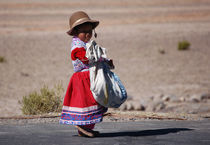 A little girl in the  high plain by RicardMN Photography