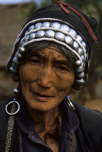 Potrait of a Old Hani Woman -National Minority von Wolfgang Kaehler
