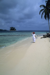 Woman with Red Hat Walking on White Sand Beach von Wolfgang Kaehler