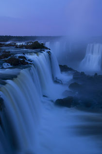 Iguassu Falls at Devils Throat at Dawn von Wolfgang Kaehler