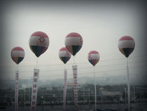 Luftballons im China by Kristjan Karlsson