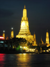 Wat Arun Lit up at Night-Bangkok by Mark Lucock
