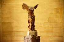 Paris-louvre-winged-victory-of-samothrace