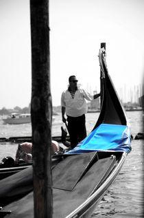 Venice- Gondola & Gondolier von Gautam Tingre
